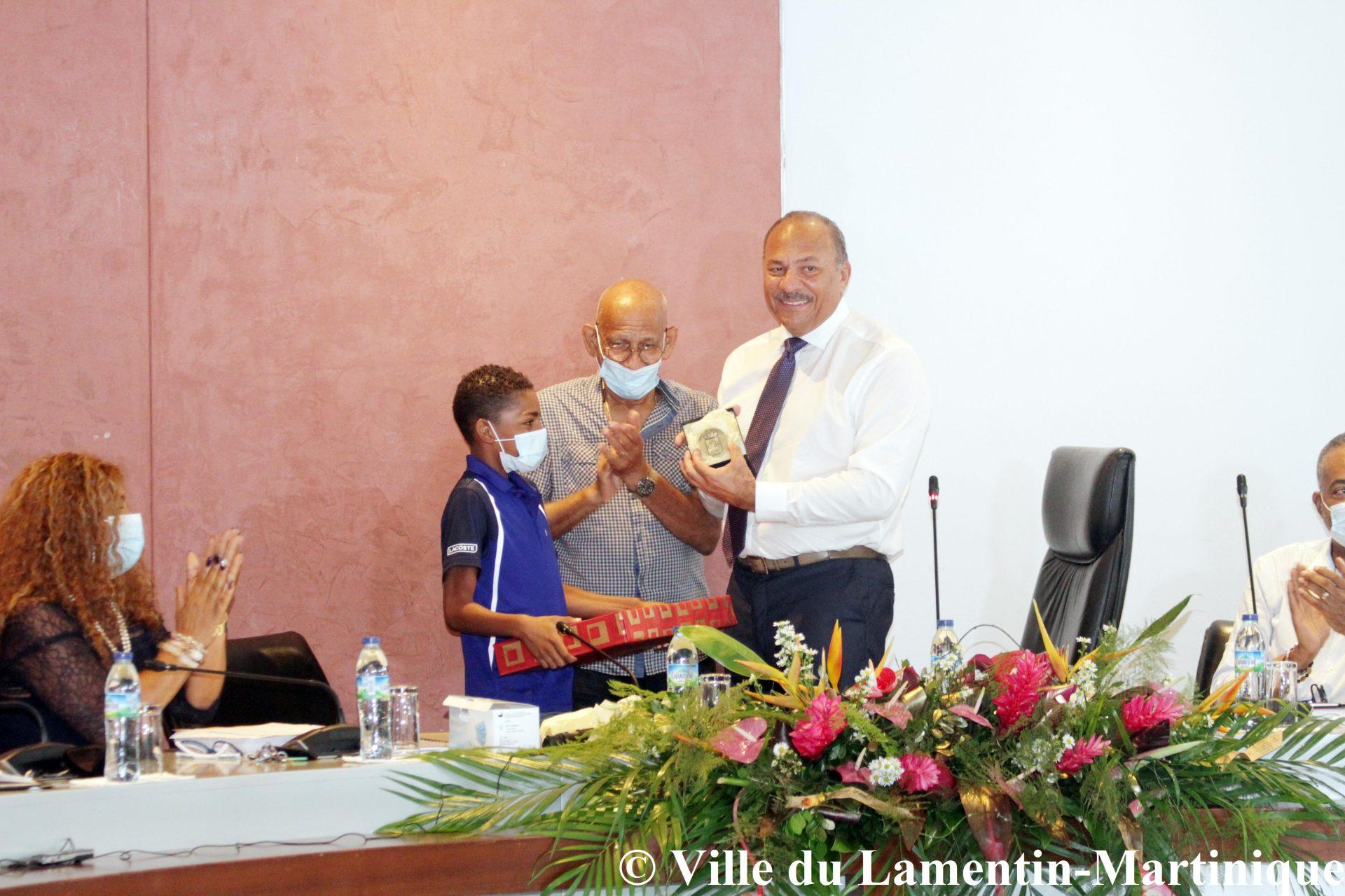 Les honneurs du conseil municipal à Christophe Maleau